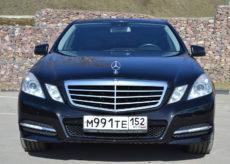 Mercedes-Benz E W 212 chernii glavnaya